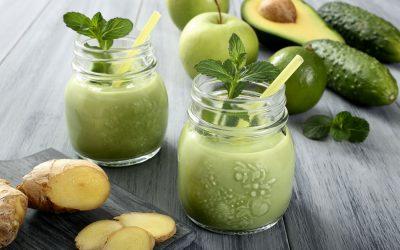 Smoothie med avocado, æble og ingefær