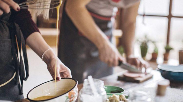 Danskere bruger under et kvarter på aftensmaden