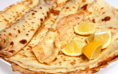 Pandekager med citron og sukker.