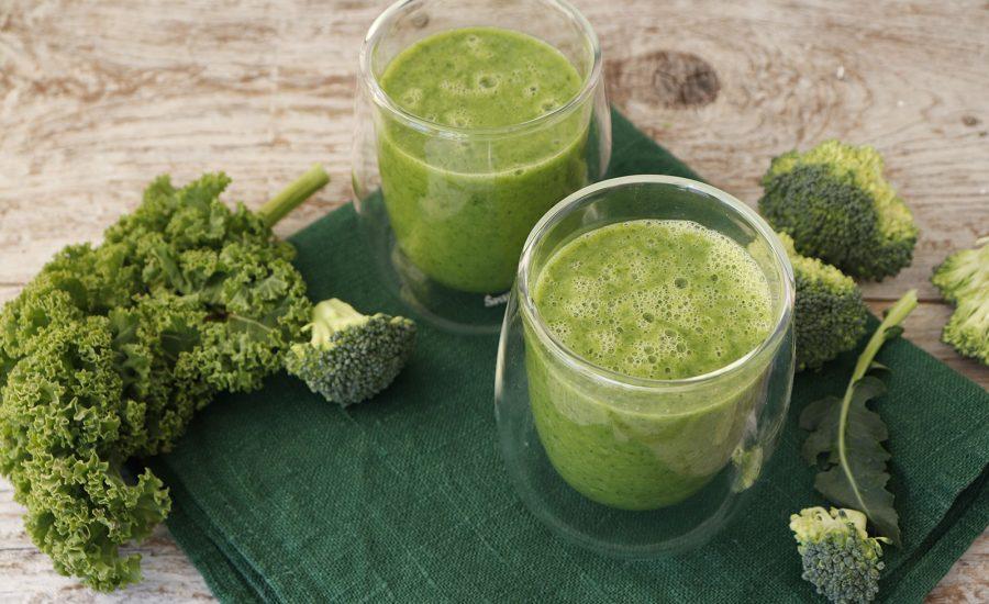 Smoothie med avocado, broccoli og ingefær